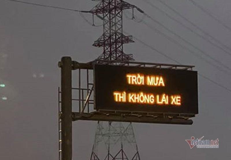Xin lỗi sự cố dòng chữ 'trời mưa thì không lái xe' trên cao tốc