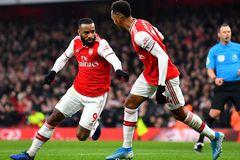 Lacazette lập cú đúp, Arsenal thoát thua ở phút 96