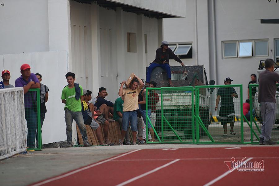 Ngổn ngang sân tổ chức chung kết bóng đá SEA Games