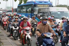 HCMC to pilot motorcycle emissions inspections next year