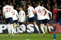 Thắng siêu kịch tính, Liverpool xây chắc ngôi đầu
