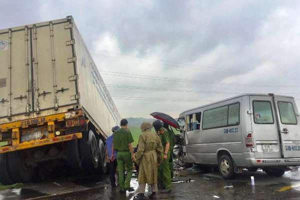 Nguyên nhân xe khách bị tông ở Quảng Ngãi, tài xế và 2 nhà sư tử vong