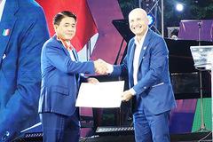Ông Nguyễn Đức Chung được tặng huân chương Công trạng của Italia