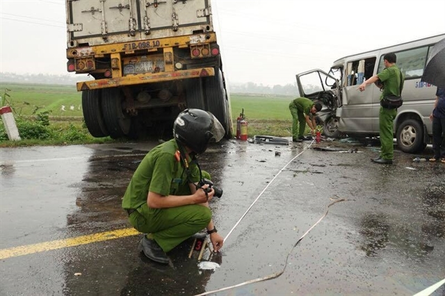 Three die, 10 injured in Quang Ngai road accident