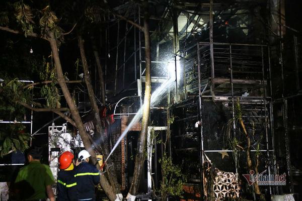Trăm cảnh sát dập đám cháy tại quán bar ở Đắk Lắk