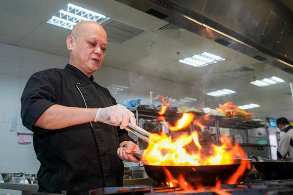 Bếp trưởng nổi tiếng Singapore lên thực đơn đặc biệt kiểu VN