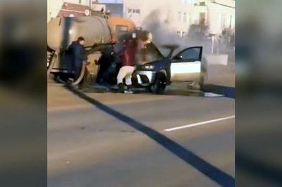 Bốc cháy giữa đường, xe sang thoát nạn nhờ được dội... phân