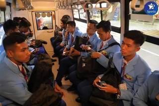 U22 Thái Lan không phòng thay đồ, U22 Myanmar bị nhồi nhét