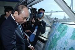 Prime Minister Nguyen Xuan Phuc visits Busan port