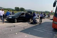Hai nữ sinh lớp 10 tử vong sau va chạm với xe khách ở Hải Dương
