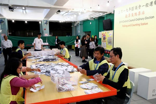 Trưởng đặc khu Hong Kong cam kết tôn trọng kết quả bầu cử