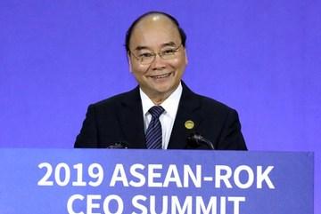 PM Nguyen Xuan Phuc attends ASEAN-RoK CEO Summit