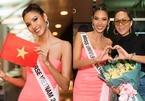 H'Hen Niê ra sân bay tiễn Hoàng Thùy đi thi Hoa hậu Hoàn vũ 2019