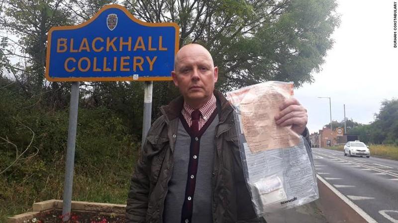 Mở cuộc điều tra nhiều túi tiền vứt như rác trên đường