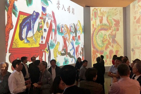Hang Trong folk paintings displayed through 3D mapping technology