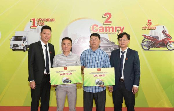 Tập đoàn Hoa Sen trao thưởng xe Camry cho nhà phân phối, đại lý