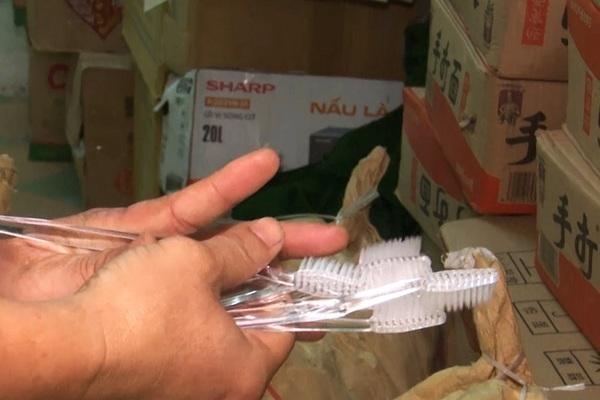 Phát hiện 10 tấn hàng không rõ nguồn gốc trong toa tàu ở Đà Nẵng