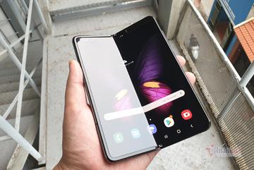 Mở hộp Galaxy Fold, siêu phẩm smartphone màn hình gập giá 50 triệu