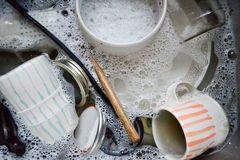 2 sai lầm khi rửa đũa gây hại cho sức khỏe, 90% gia đình đều mắc