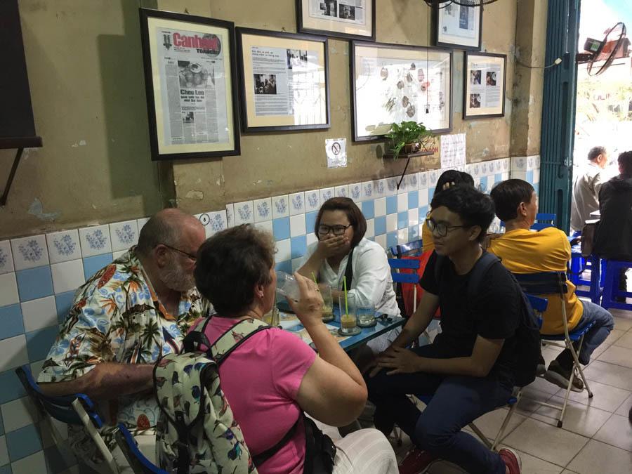 Tiết lộ khó tin của bà chủ quán cà phê 80 tuổi ở  Sài Gòn