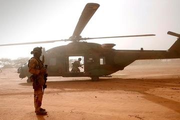 Hai trực thăng đâm nhau, 13 lính Pháp thiệt mạng