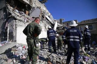 Động đất dữ dội ở Albania, nhiều người bị chôn vùi