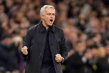Quý ông Mourinho ra tay, MU thấy sai rồi đấy!