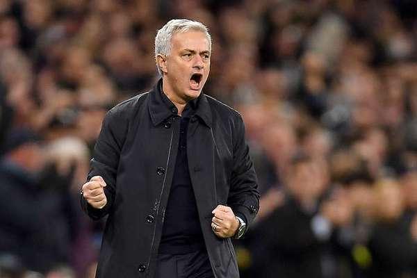 MU sắm 2 ngòi nổ, Mourinho phán Quỷ đỏ