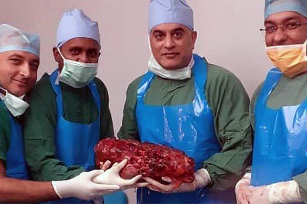 Bác sĩ choáng vì bệnh nhân sở hữu quả thận nặng bằng 2 trẻ sơ sinh