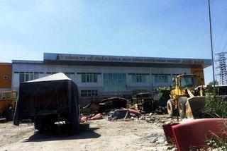 HCM City cracks down on construction violations on roads