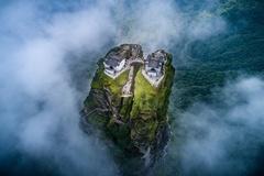 2 ngôi chùa cổ vờn mây trên đỉnh núi tiên