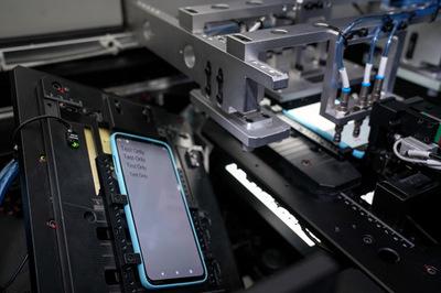 Nghìn chiếc điện thoại 'đập đi xây lại' để hoàn thiện Vsmart