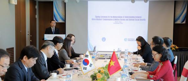 Bảo hiểm xã hội Việt Nam ký kết hợp tác với Kcomwel