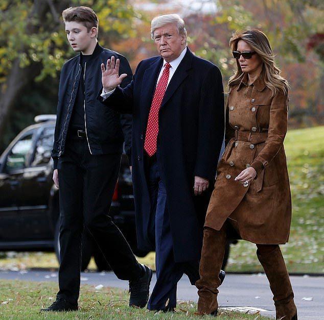 'Quý tử' nhà ông Trump gây sốt vì đẹp trai như tài tử