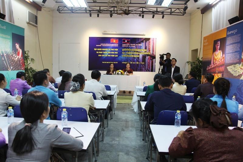 Nâng cao nghiệp vụ và phát triển văn hóa đọc cho cán bộ thư viện Lào