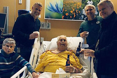 Cốc bia cuối cùng của người đàn ông bị ung thư