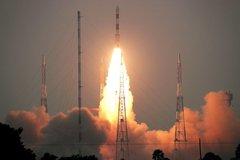 Xem Ấn Độ phóng hàng loạt vệ tinh vào quỹ đạo
