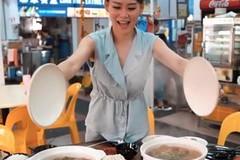 Người mẫu nổi tiếng bán lẩu, dân đổ đến ăn và ngắm