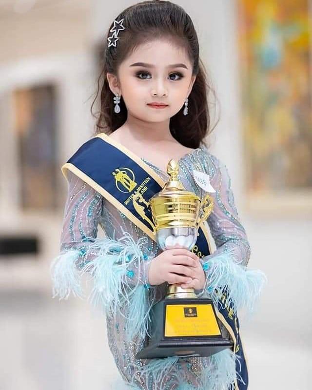 Bé 6 tuổi đăng quang Hoa hậu nhí Thái Lan