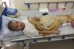Đẫm nước mắt cảnh nữ sinh viên sắp tốt nghiệp bị ung thư xương