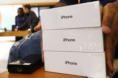 iPhone 11 bị tố đóng hộp sai phụ kiện