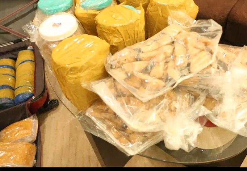 Tuyển nữ Việt Nam được tiếp tế 60kg đồ ăn từ quê nhà