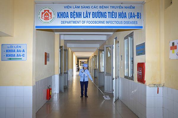Vệ sinh công nghiệp - giải pháp 'vàng' cho bệnh viện, phòng khám