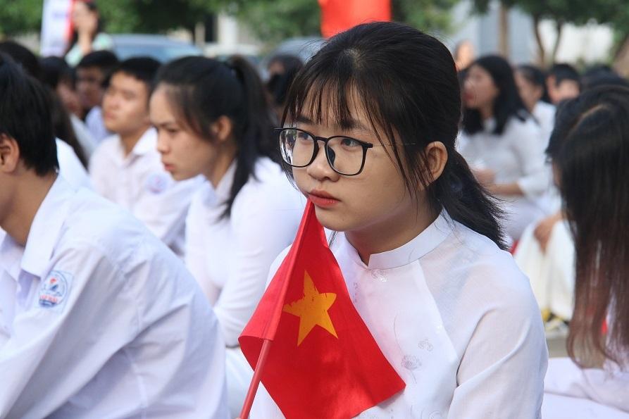 Cá nhân muốn biên soạn sách giáo khoa phải là công dân Việt Nam