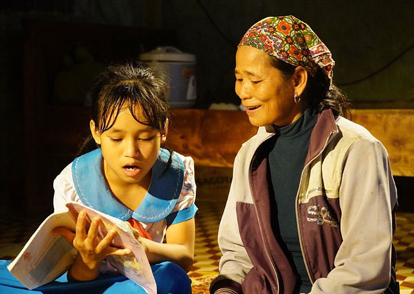 Quang Tri,grandmothers,back to school,the oldest student,Vietnam education