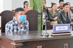 Kẻ tưới xăng đốt vợ ở Phú Yên bịt kín khẩu trang lúc hầu tòa