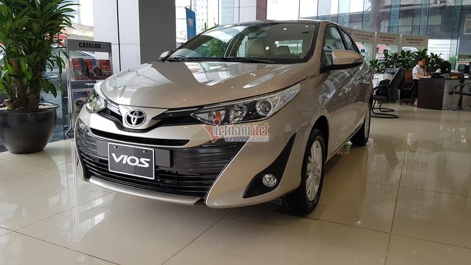 Giá ô tô tháng 12 đón tiếp cơn lốc siêu giảm giá