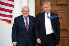Người khiến ông Trump gặp khó trong cuộc chiến luận tội