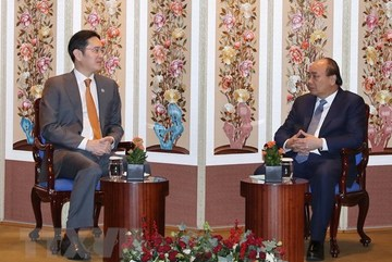 PM Phuc meets leaders of Korean groups in Seoul