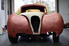 Ô tô Jaguar cổ vứt xó 50 năm rao giá tiền tỷ